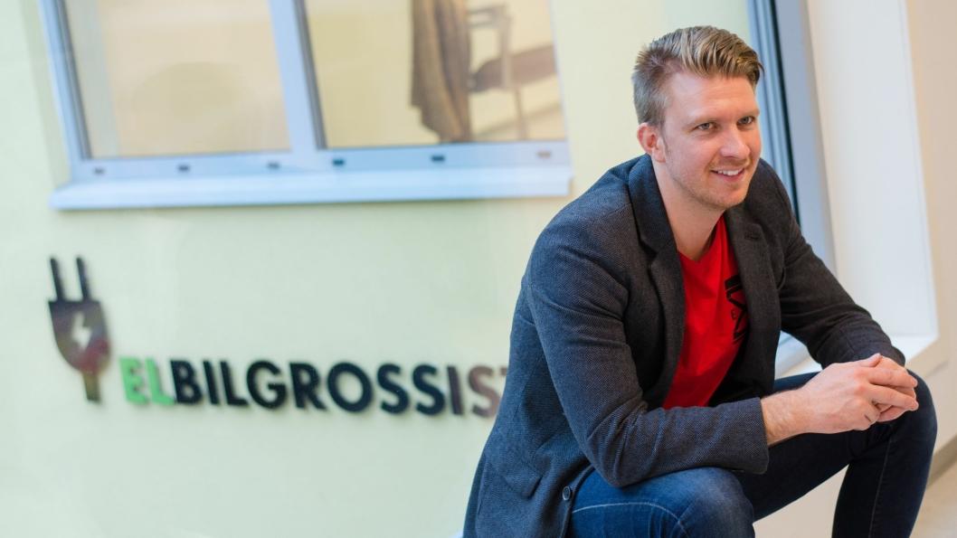 Even Kristian Svanevik har sammen med kollega Sang Huynh opplevd umiddelbar suksess med Elbilgrossisten på Grünerløkka i Oslo.