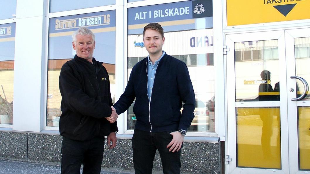 Fra venstre: Daglig leder Stig Franzen i Stormyra Karosseri og ass. konsernleder Fredrik Nordvik i Nordvik Gruppen.