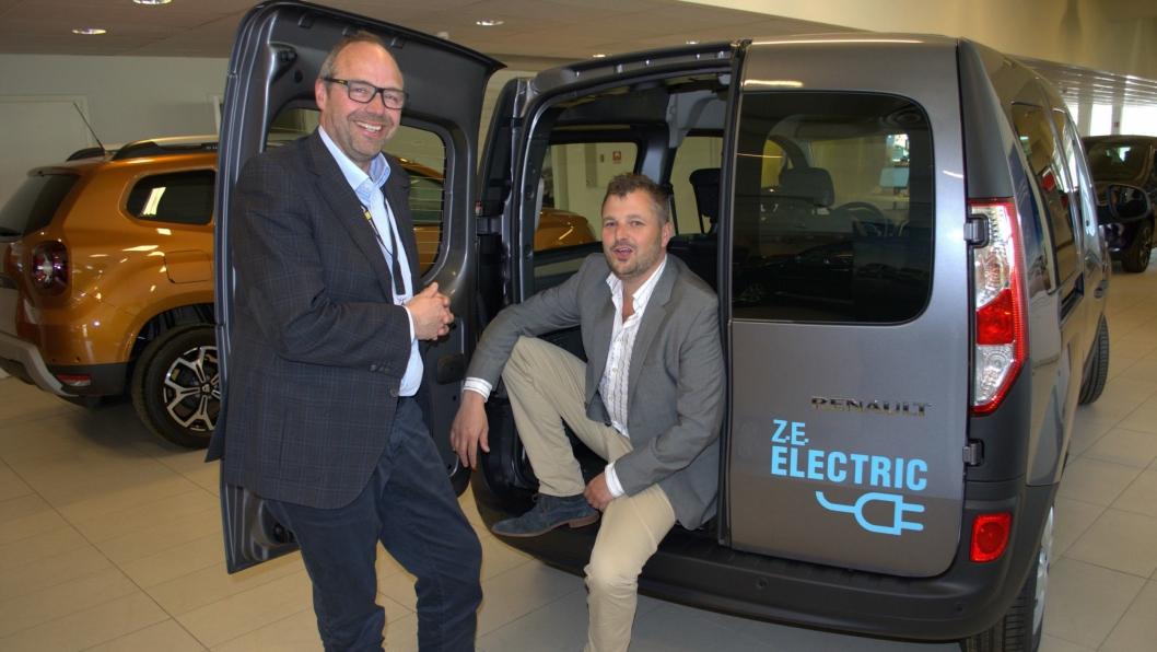 Salgsdirektør Lars Erik Norum (t.v.) og salgssjef Lars Hovland i RBI Norge har klare ambisjoner for videre vekst for Renault varebiler.