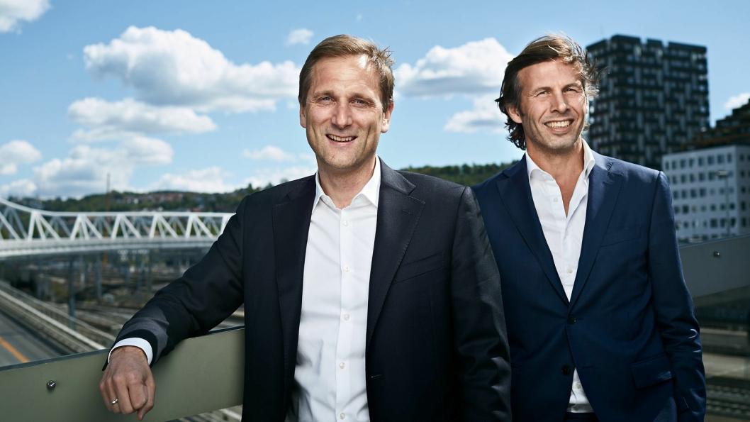 Petter Hellmann (t.v.) sammen med styreleder Øyvind Schage Førde.