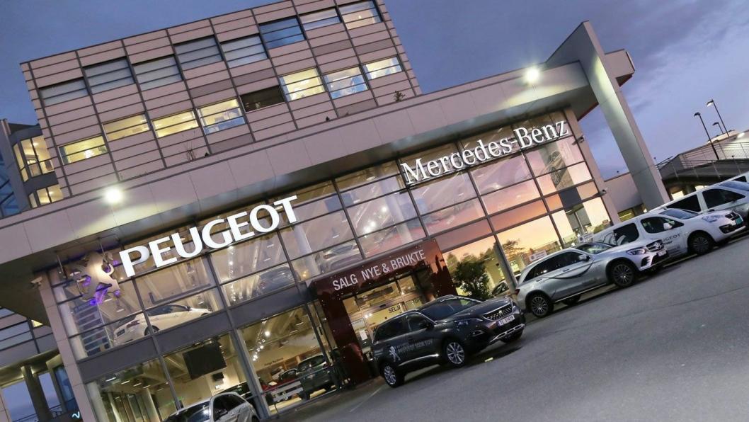 Fylkesnes Bil forhandler Peugeot, Mercedes-Benz og Mitsubishi fra sitt anlegg på Stord.