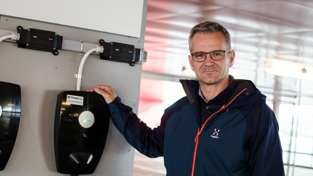 Tommy Skauen, administrerende direktør i Infratek Elsikkerhet, opplever at norske bilforhandlere feilinformerer kunder om lading - om enn ubevisst. Det vil han endre på.