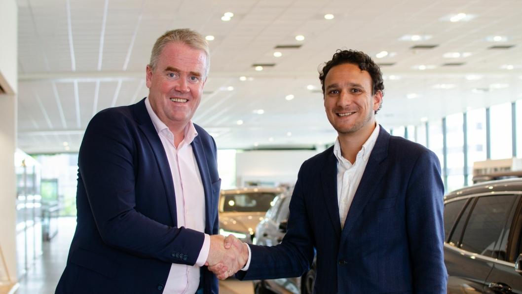 Fv: Frode Hebnes, administrerende direktør i Bilia og Daniel Solomonsz, markedssjef i Bilbransje24.