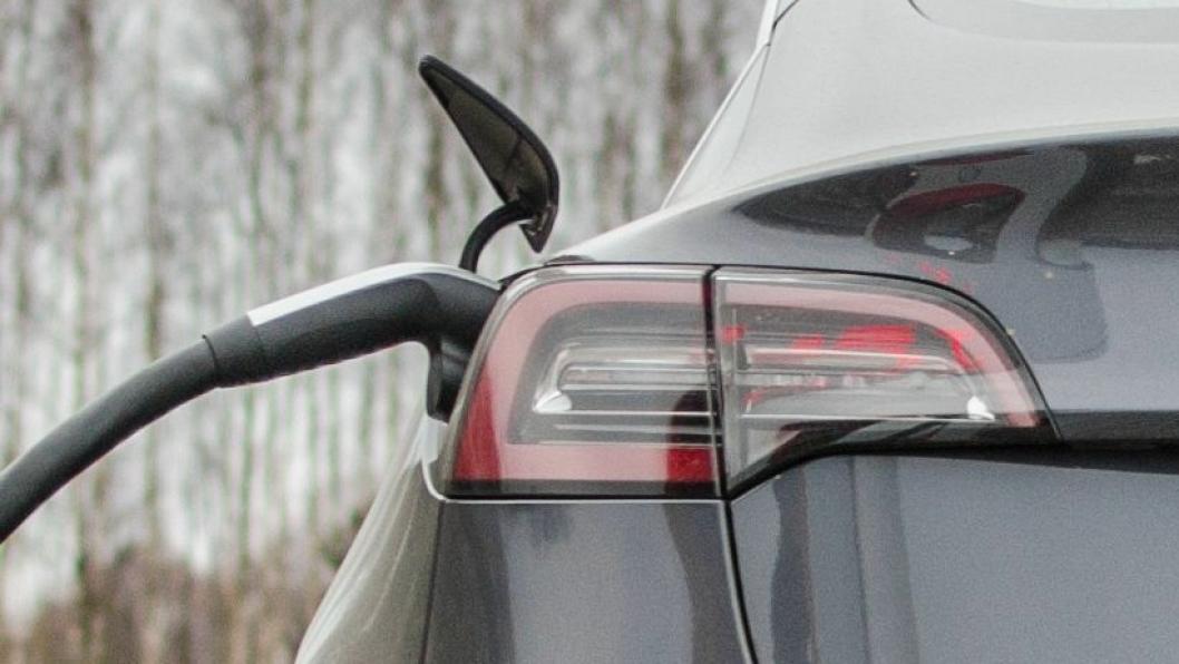 All time high: Tesla Model 3 kan bli den mest solgte bilmodellen i løpet av ett år noen sinne i Norge.
