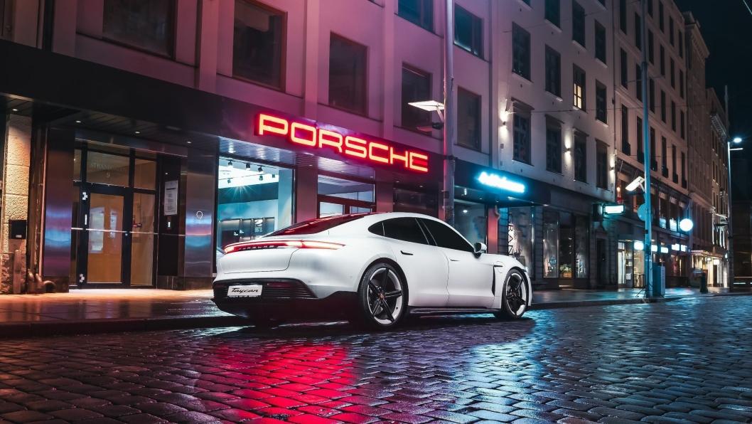 Det nye Porsche showrommeti Strandgaten 9, et steinkast fra Torgalmenningen i Bergen sentrum.
