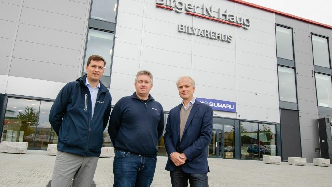 F. v.: Lars Borger Hansen (adm. dir. Birger N. Haug), Andreas Lund (daglig leder BNH Gardermoen) og Harald Frigstad (adm. dir. Birger N. Haug Holding).