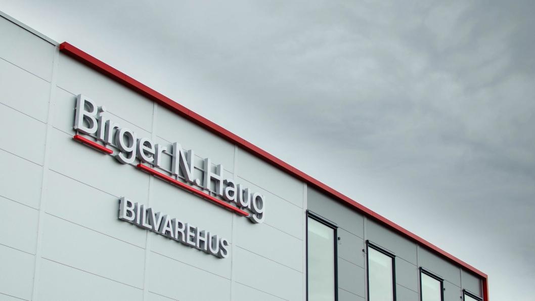 Det nye bilvarehuset til Birger N. Haug på Gardermoen skal også forhandle RSA-merkene.