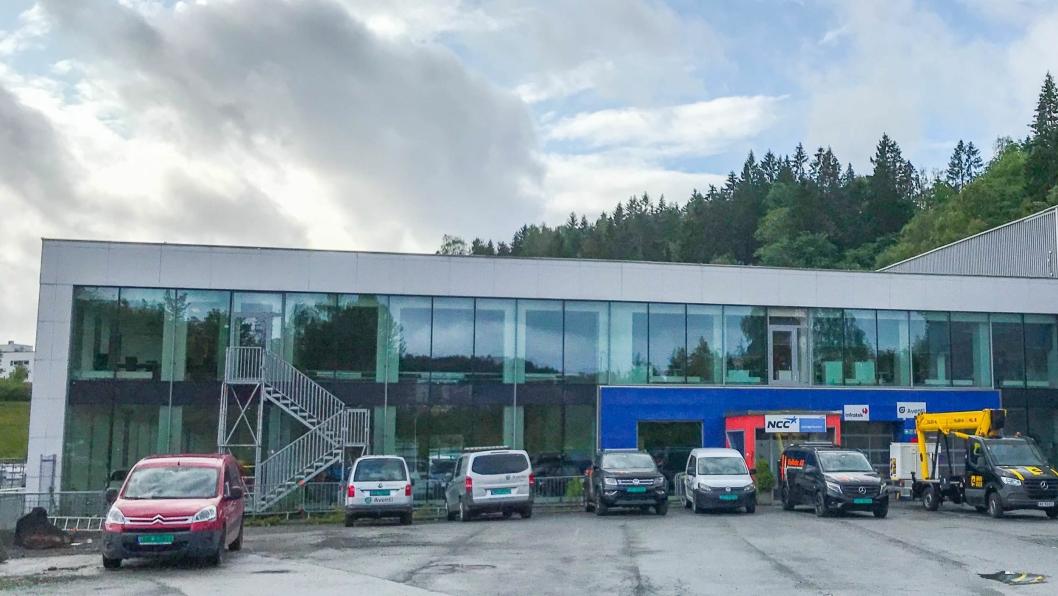 Det gamle RøhneSelmer-bygget i Sandvika som nå huser Autovia skal bli ALDs nye anlegg.
