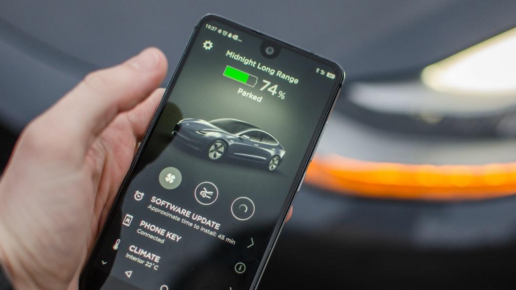 <em>Bilene blir mer og mer digital. Snart er det som foregår på skjermene viktigere enn det som foregår under panseret.</em>