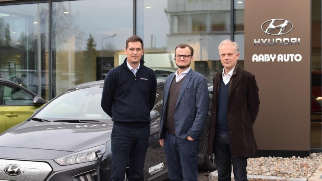 F.v.: Lars Borger Hansen (adm. dir. Birger N. Haug), Haakon Chr. Aaby (daglig leder og eier av Aaby Auto AS) og Harald Frigstad (styreleder i Birger N. Haug AS).