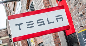 Tesla med kraftig priskutt og rentestimuli