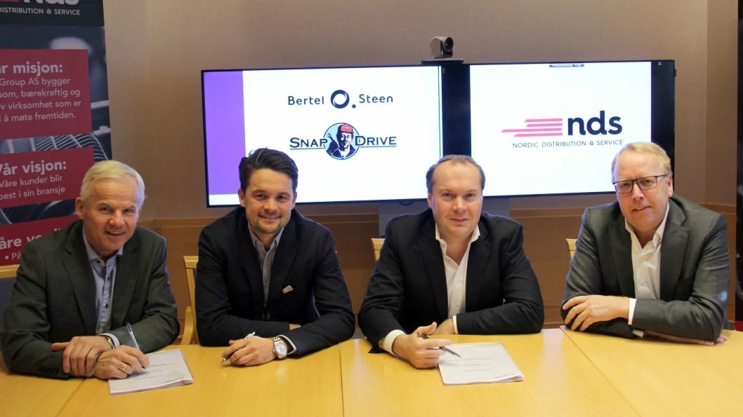 F. v.: Tom Haarstad (direktør for strategiske forhandlinger, BOS), Christoffer Lampe (NDS Group), Janno Gröne (adm. dir. NDS) og Morten Harsem (adm. dir. Snap Drive).