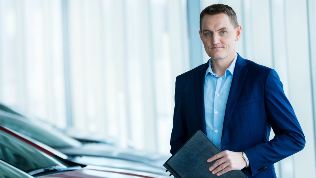 Alle innbyttebiler Tesla ikke selv selger som bruktbiler havner hos Henrik Mohn.