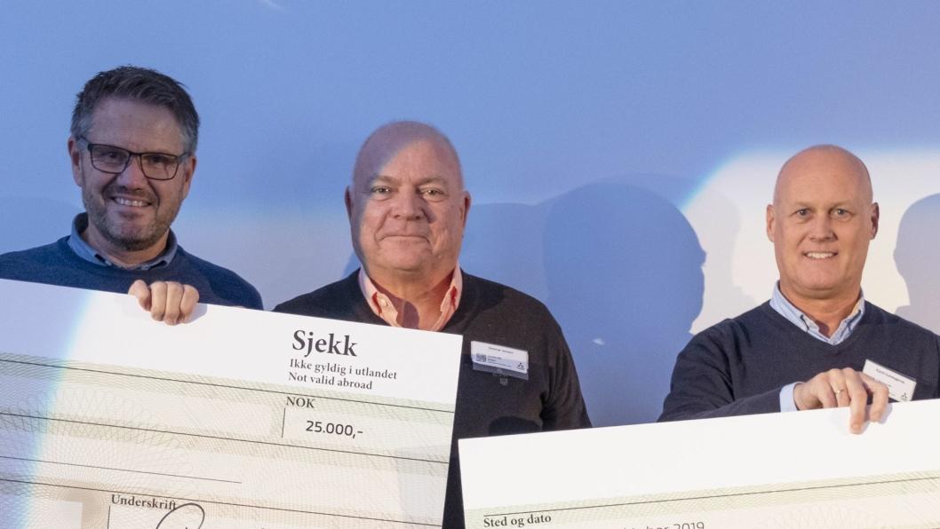 F. v.: Jan Gunnar Kallevik (daglig leder, Varden Bil), Steinar Jensen (salgsansvarlig Mitsubishi, Varden Bil) og Kjetil Gundegjerde (selger, Fylkesnes Bil).