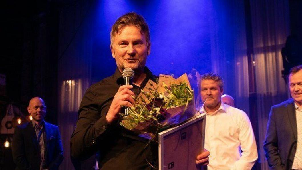 """Rune Wang-Henrichsen, konsernleder i Nardo Bil, mottar prisen som """"Årets Volvo-forhandler"""""""