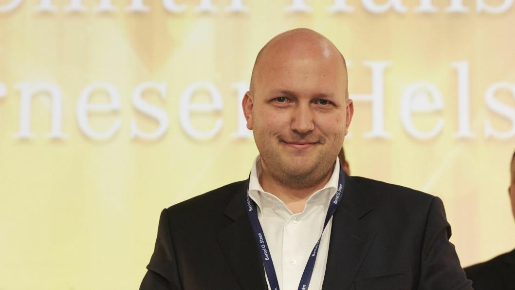 """Einar Smith-Hansen (Erik Arnesen Helsfyr) ble årets selger i """"Gruppe 1"""" for Mercedes."""