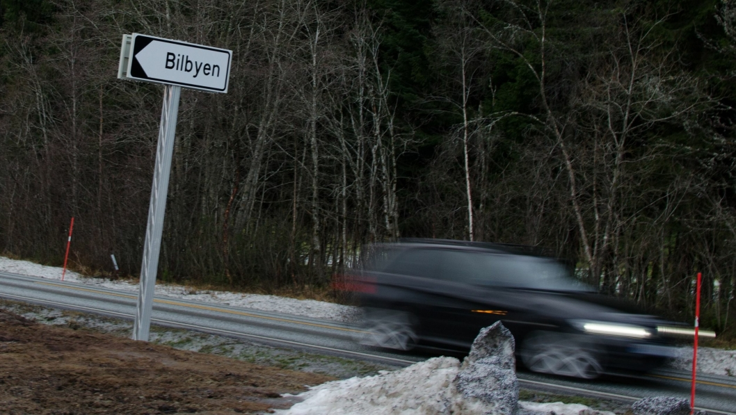 Her i den nye bilbyen i Molde har byggingen av et nytt forhandleranlegg stoppet opp.