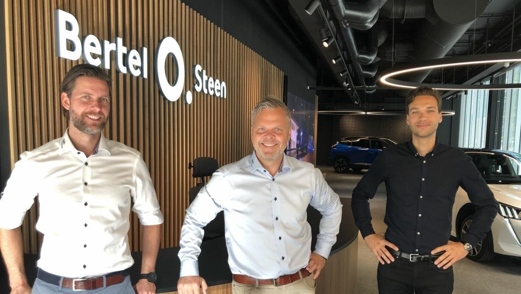 F. v.: Kristian Neuberth (markedssjef for Peugeot), Rune Hensel (merkesjef for Peugeot) og Marius Krogseth (fagansvarlig for nybil i Bertel O. Steen Detalj).