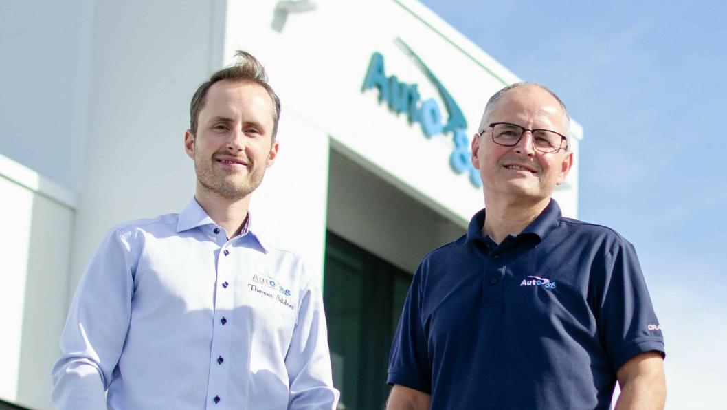 F. v.: Thomas Sildnes og Terje Sildnes - henholdsvis fjerde og tredje generasjon Sildnes i bilbransjen.