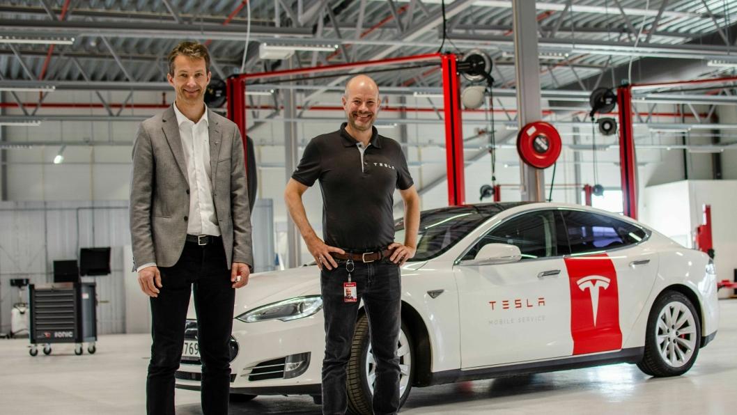 F. v.: Sindre Seim (servicemarkedsansvarlig for Norge) og Dag Johansen (regionsjef servicemarked sør og øst) i den norske Tesla-organisasjonen.