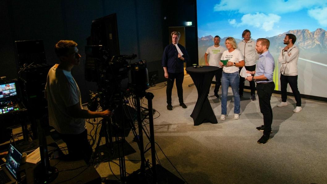 Fra dette studioet i Oslo ble årsmøtet i Ryds Bilglass avholdt.