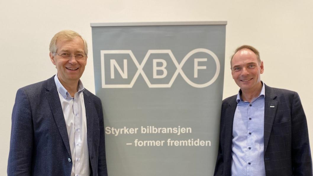 Styreleder Per Helge Gumpen og adm. direktør Stig Morten Nilsen foran den nye NBF-logoen.