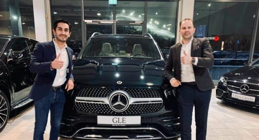 Startet som klargjører i 2012 – nå er han «Årets Mercedes-selger»