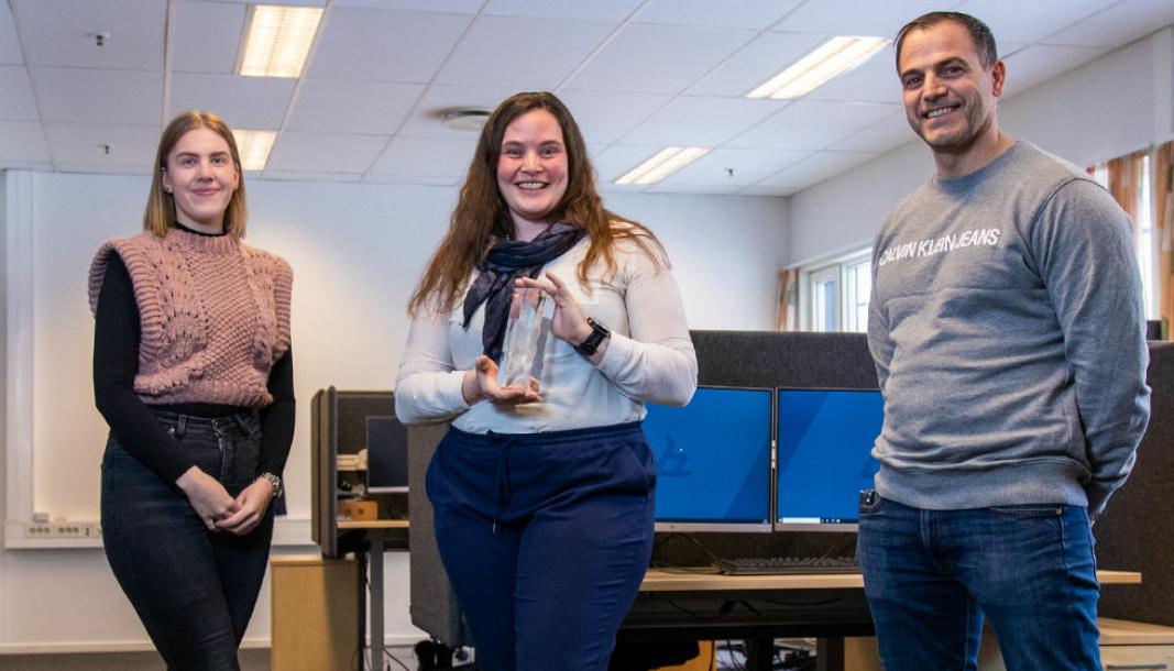F. v.: Anne Maren Østberg Mogen, Liv-Christine Syversen og Omar Gjestad på kundesenteret til Bilia.