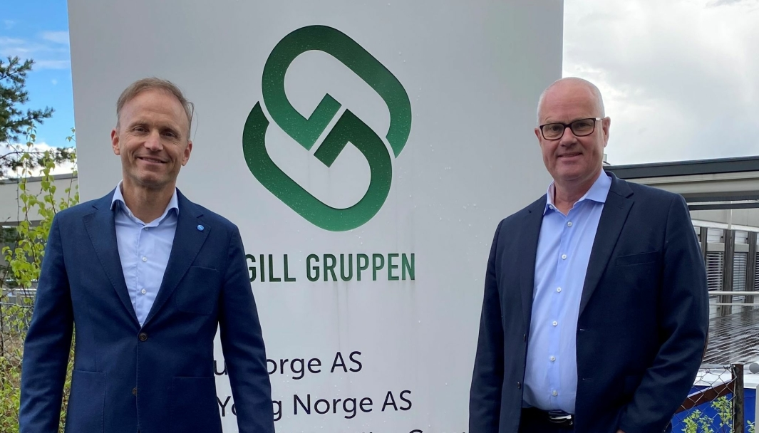 Thor Drechsler i Bil i Nord (t.v.) og adm. direktør Jan Kåre Holmedal i Norwegian Mobility Group.