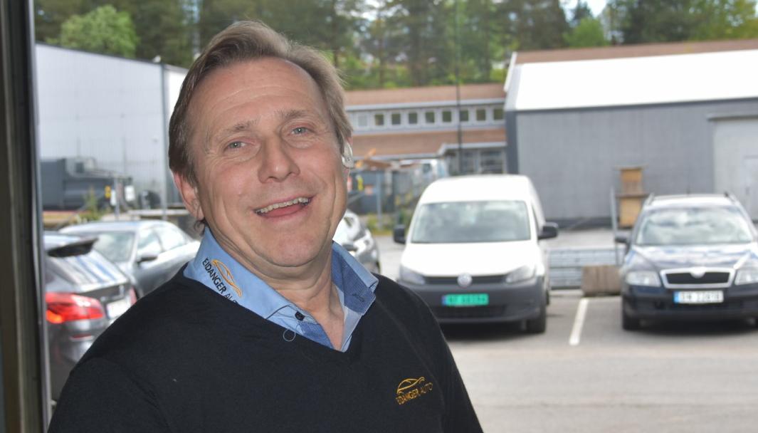 <em>Ole Bjørn Schia i Eidanger Auto har søkt og fått godkjent verkstedet for å drive med mobile verkstedtjenester.</em>