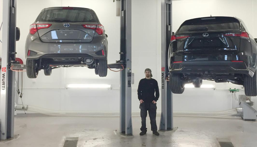 <em>Roar Lima er en av to mekanikere på Toyota Sørvest Forus dedikert til antirust-behandling.</em>