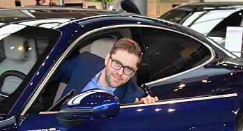 Skade-sertifiseringer og nye forretningsområder: Porsche rigger seg for elbil-parken